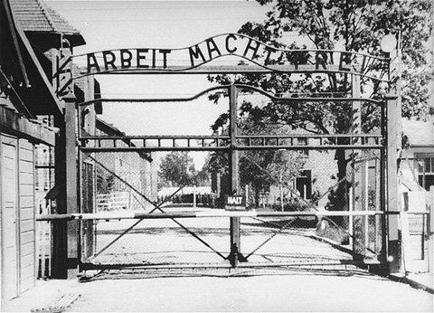 O trabalho liberta (Auschwitz)